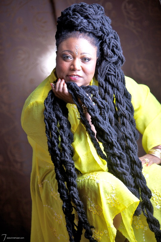 Asha Mandela 50 From Florida Has The Longest Hair In World Length Of Her Is 19 Ft That Weigh About 39 Kg She Now Guinness